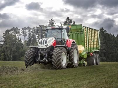 traktor STEYR Terrus s valníkem