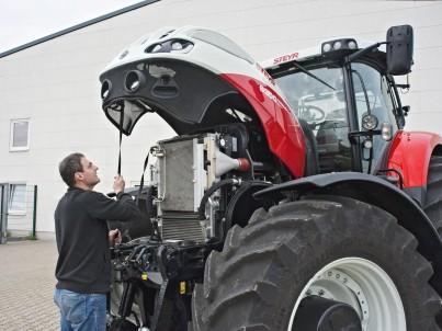 motor traktoru STEYR Terrus