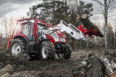 Lesnická technika STEYR - červeno-bílý traktor
