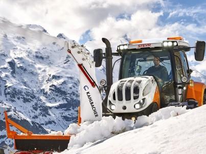 Úklid sněhu s traktory Steyr - komunální technika