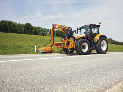 Sekání trávy s traktory Steyr -  - komunální technika