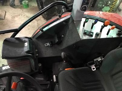 Detail řadící páky ve výcvikovém traktoru
