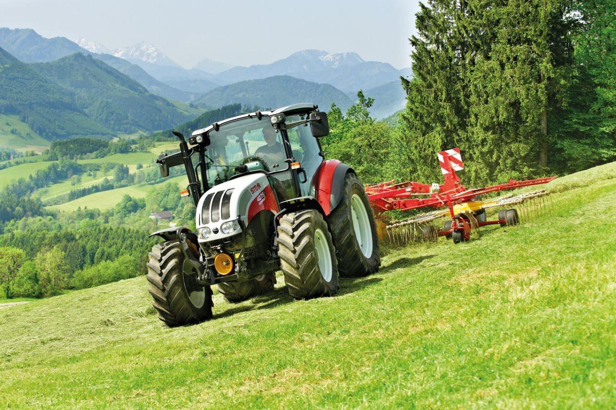 Sekání trávy se Steyr kompakt