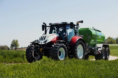 traktor steyr profi s přívěsem