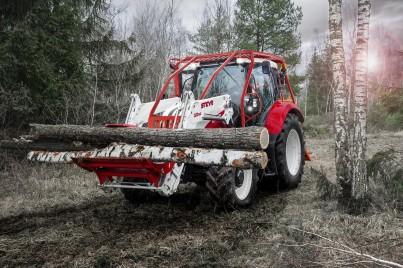 steyr profi červeno bílý s manipulací dřeva