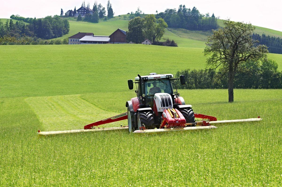 STEYR CVT - sekání trávy