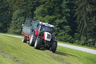 STEYR CVT - sběr trávy