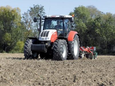 traktor STEYR Profi pohled zepředu