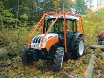 speciální traktor STEYR do lesa