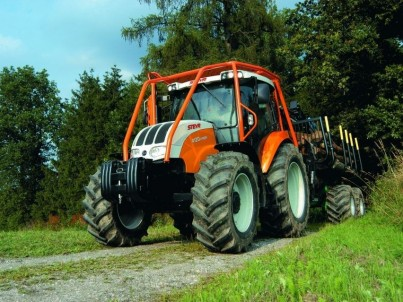 traktor STEYR v lese
