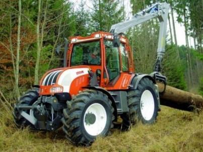 traktor STEYR veze kládu