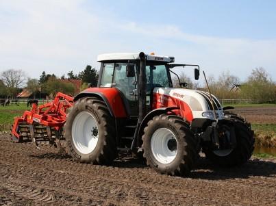 STEYR CVT traktor orá pole